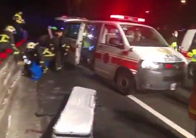 在台湾的观光巴士翻车造成32人丧生