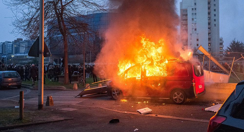 巴黎郊区骚乱或为法国总统竞选蒙上阴影