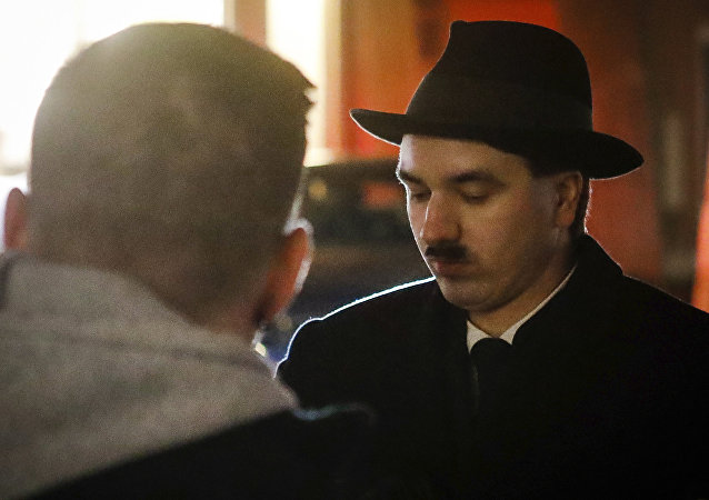 模仿希特勒的男子被奥地利警方拘留