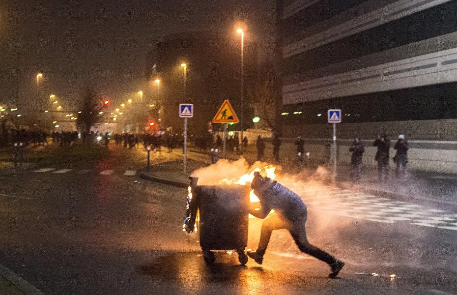法国博比尼市爆发抗议活动