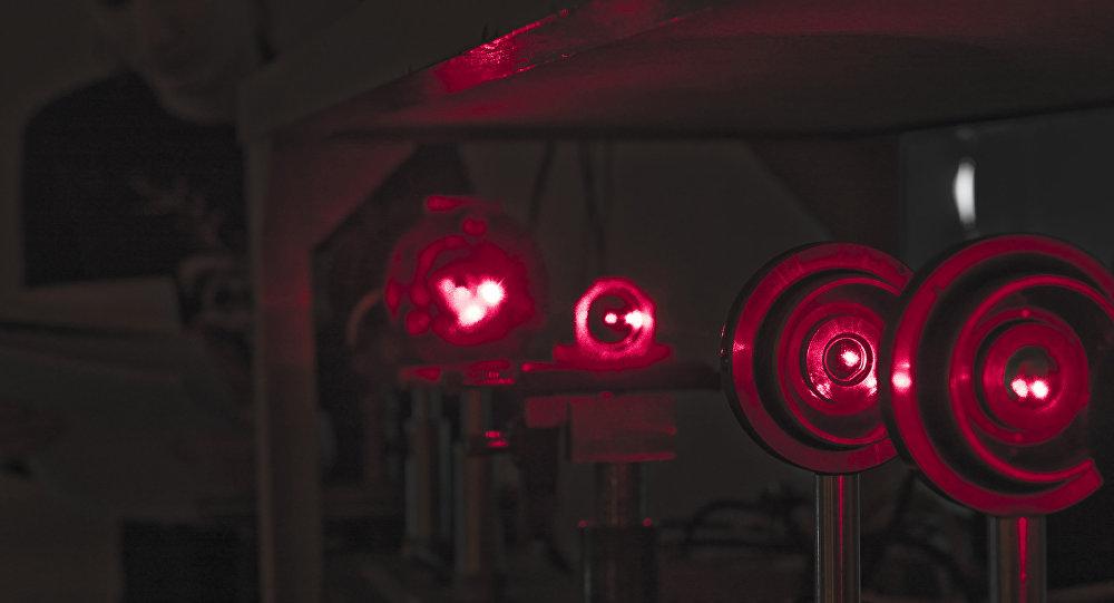 俄罗斯学者们帮助提高激光器系统效率