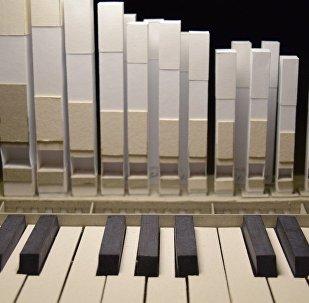 牛人用纸造出可以弹的管风琴