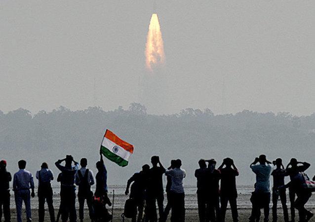 电视台:印度成功将第100颗卫星送入近地轨道