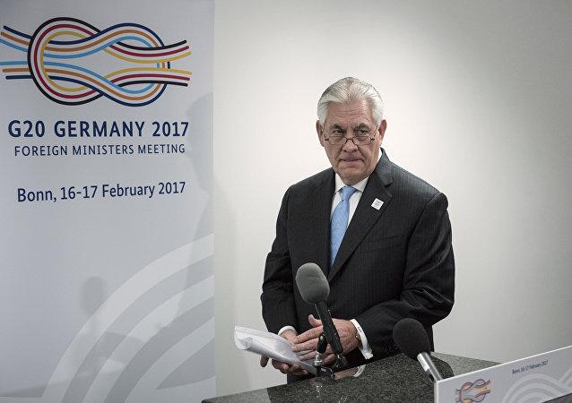 """美国务卿:美国主导的反恐联盟不从事遭""""伊斯兰国""""破坏国家的恢复工作"""