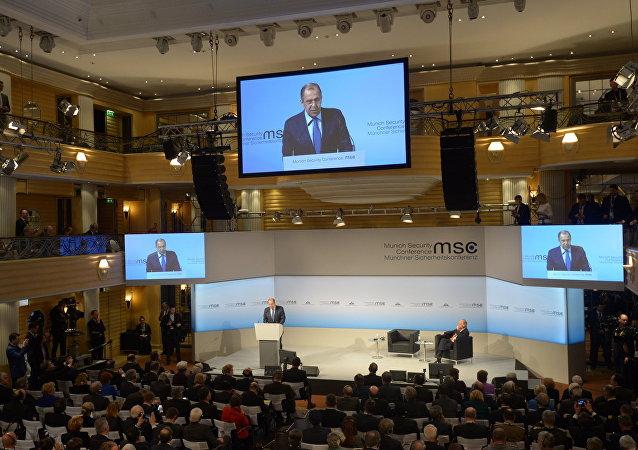 俄外长:俄罗斯不求冲突但永远能保护自己的利益