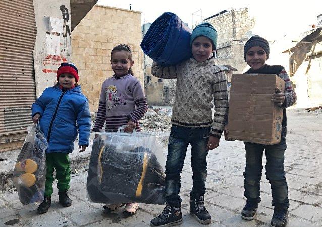 俄调解中心一昼夜向叙居民转交8吨人道主义物资