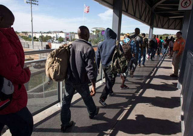 特朗普签署命令限制无医保移民入境美国