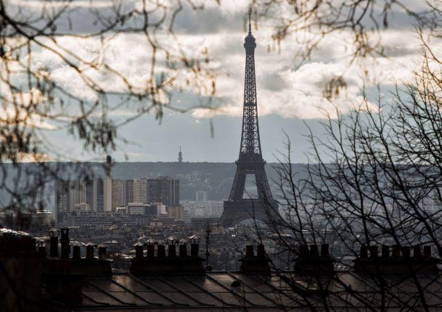 埃菲爾鐵塔最近幾年或變色
