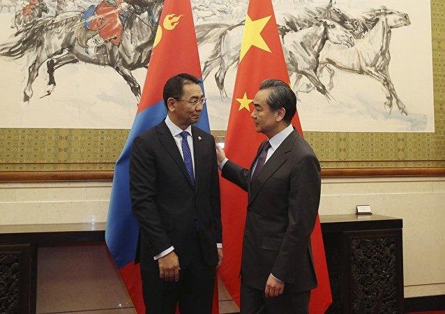 中国外长:中方赞赏蒙方坚定奉行一个中国政策