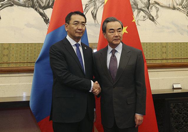 """中国外长:中方欢迎蒙古国领导人出席""""一带一路""""国际合作高峰论坛"""