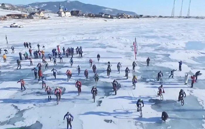 冰之风暴!极限运动高手征服贝加尔湖