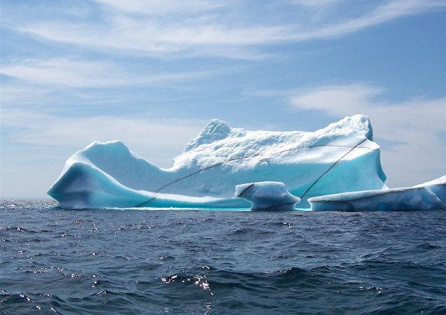一个曼哈顿大小的巨大冰山脱离南极洲