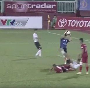 越南球员不满裁判裁决 故意连输三球以示抗议
