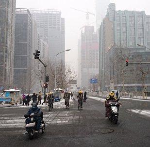 大雪丝毫没有影响北京人12点的午饭时间,尤其是工薪阶层。