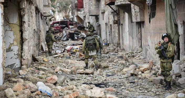 叙利亚人向德拉冲突降级区运送食品和建材
