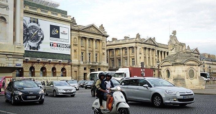 巴黎华人对警察枪杀中国公民表示愤怒