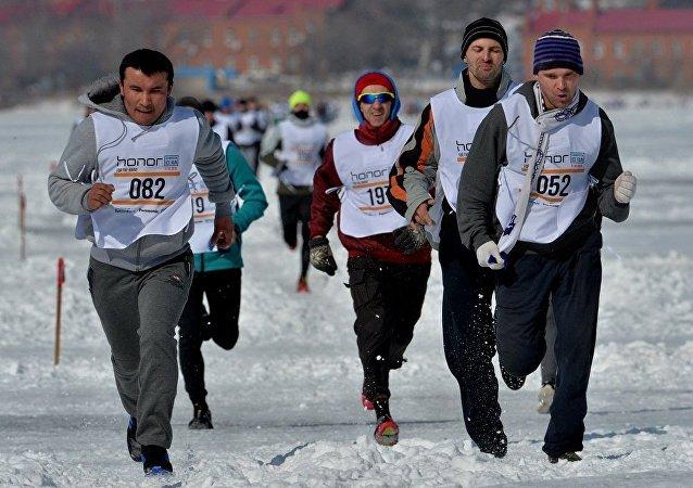 """2016年的""""符拉迪沃斯托克冰雪跑"""" 半程马拉松"""