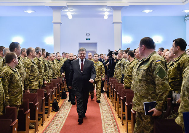 """波罗申科:乌克兰面临与俄罗斯进行""""全面战争""""的威胁"""