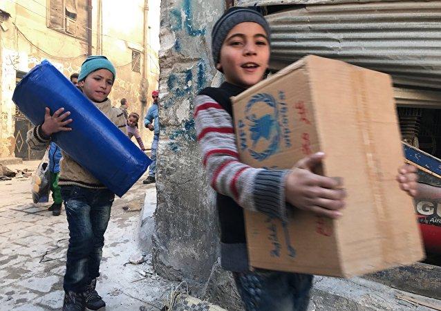 俄国防部:俄军人为叙儿童送去填充玩具和工艺套装