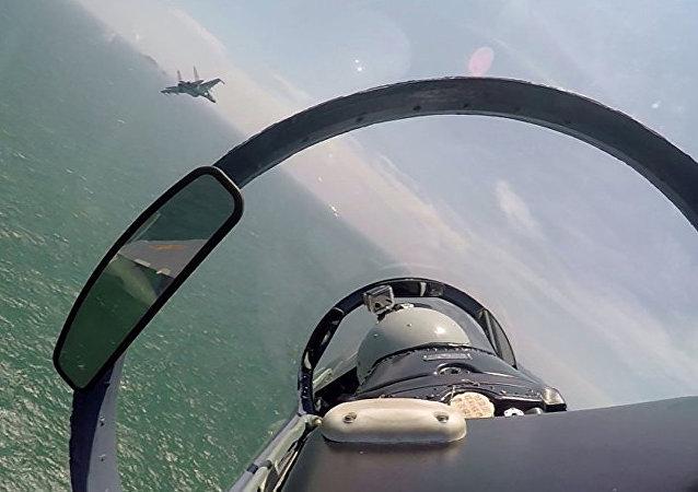 中国南部战区海军航空兵开展实弹攻击训练
