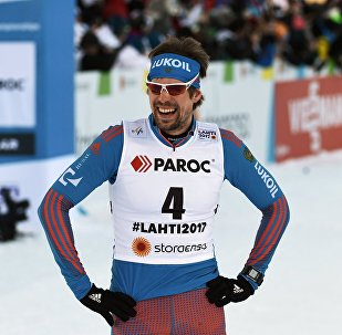 俄罗斯运动员乌斯玖戈夫获世界杯滑雪项目冠军