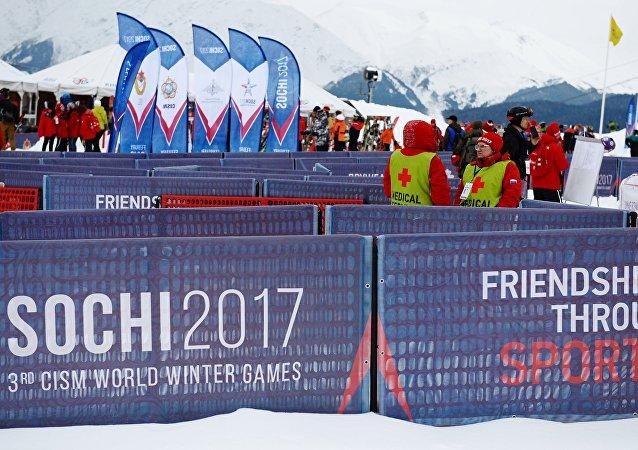 俄军人因主办索契世界军人冬运会获CISM奖章
