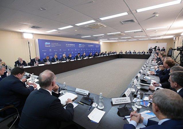 索契投资论坛首日签署100多份协议 价值660亿卢布