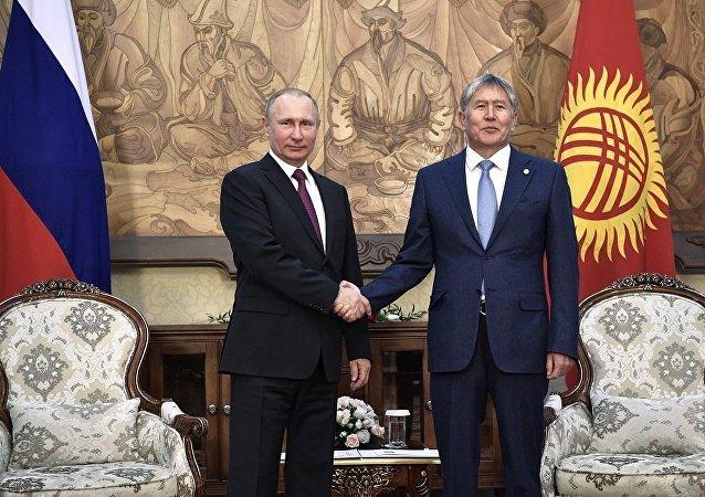 俄罗斯总统普京与吉尔吉斯斯坦总统阿坦巴耶夫