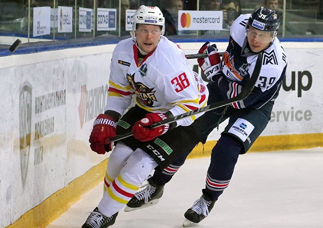 大陆冰球联赛1/8决赛昆仑鸿星冰球队击败马钢城冶金队
