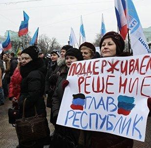 盧甘斯克超過7千居民參加遊行反對頓巴斯的封鎖