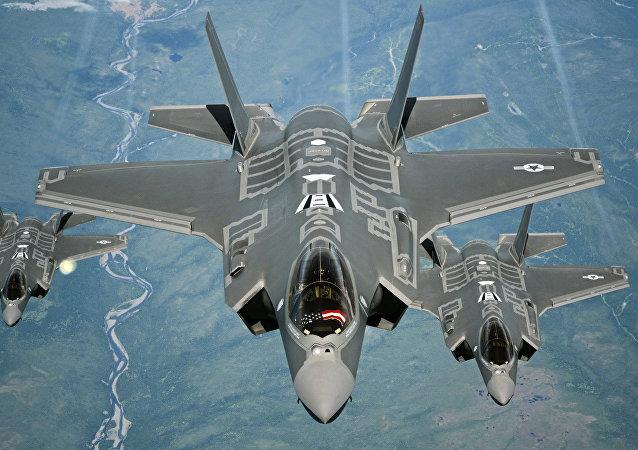 以色列空军在独立日阅兵中展示F-35战斗机