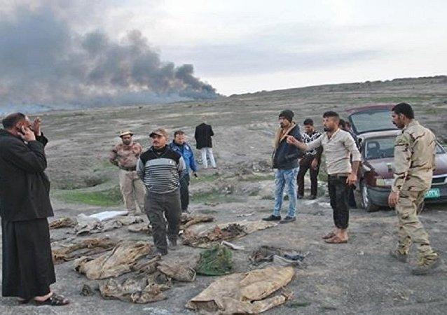 摩苏尔发现遭伊斯兰国武装分子杀戮的平民乱葬岗
