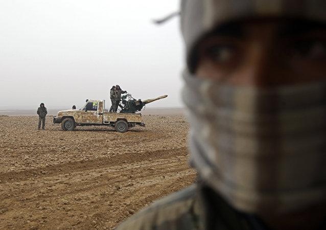 库尔德人在叙北战斗中毁坏土军车辆