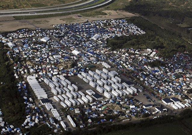 法国加来市政府禁止向难民分发食物