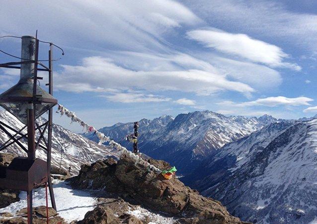 俄紧急情况部:切格特山雪崩中2人遇难1人获救