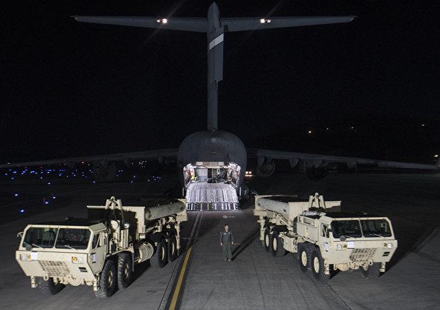 """韩媒:美国开始在韩部署""""萨德""""反导系统 (视频)"""