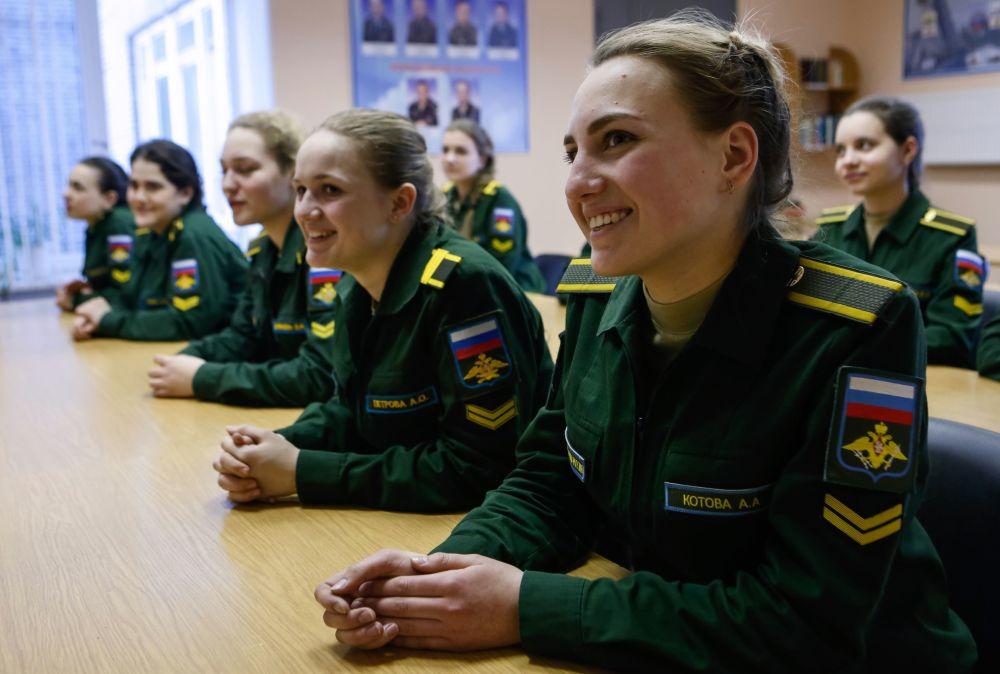 莫扎伊斯基军事航天学院女学员的日常