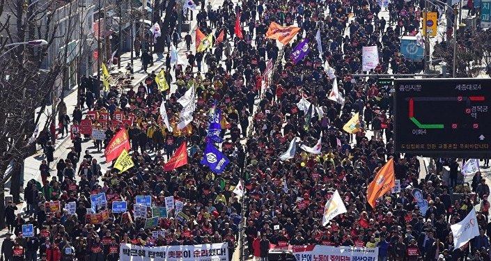朴槿惠支持者与警方在首尔发生冲突