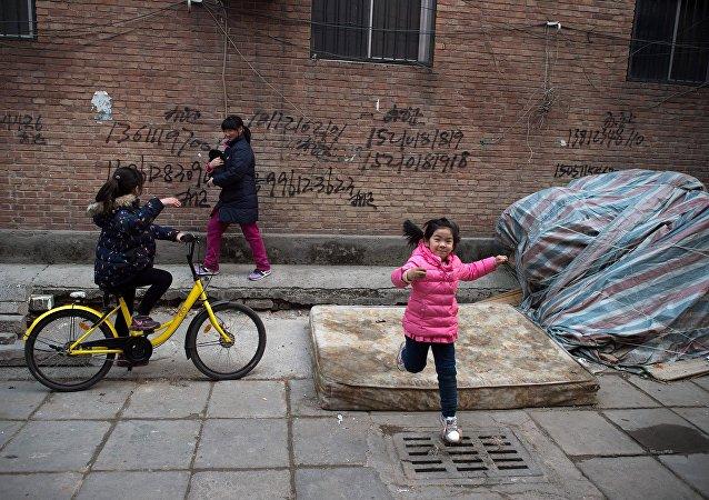 专家介绍中国消灭贫困经验