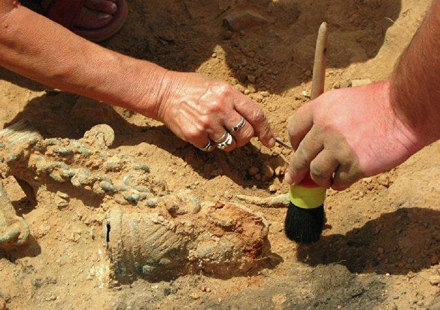 考古学家在开罗发现古埃及法老雕像