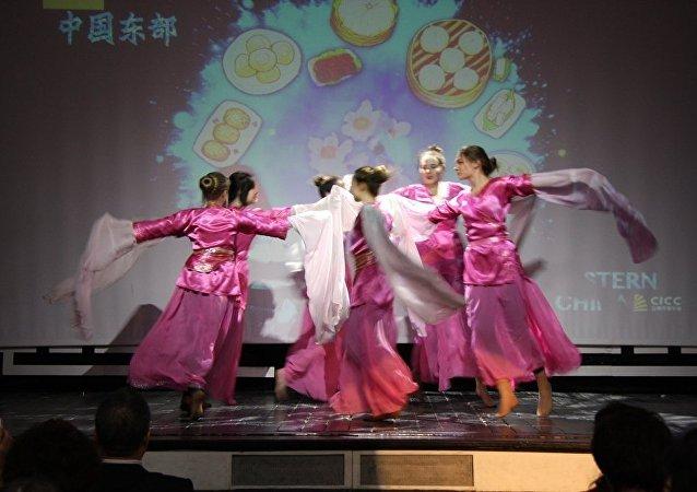 中俄演員為兩國人民情誼聯袂奉獻精彩演出獲如潮好評