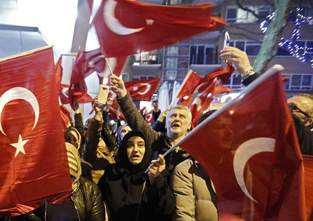 """荷兰政府宣布:土耳其家庭事务部长是""""不受欢迎的外国人"""""""