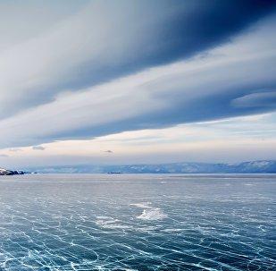 在貝加爾湖上正舉行國際冰上高爾夫球賽