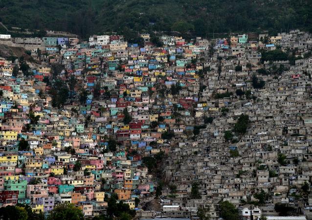 海地一大巴冲进人群 至少造成34人死亡
