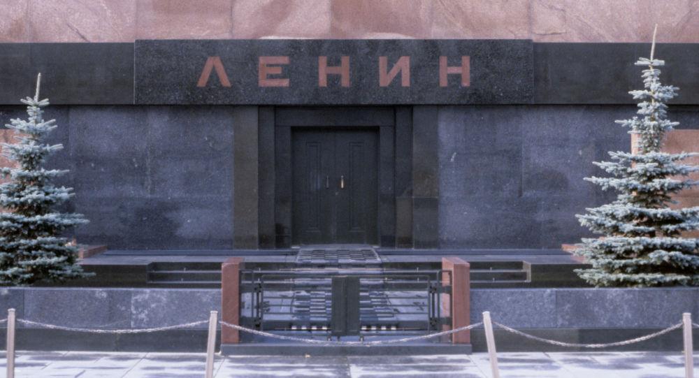 匆忙赶往列宁墓的医护人员照片嗨翻网络用户