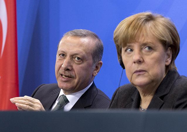 媒体:土耳其总统指责德国总理支持恐怖分子