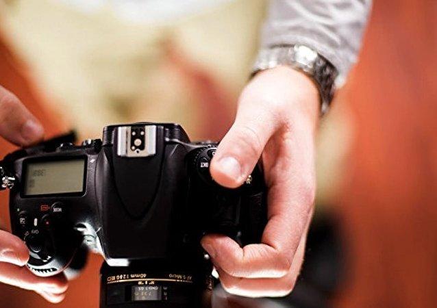 俄海关:一中国游客试图携带具有放射性的相机镜头入境伊尔库茨克