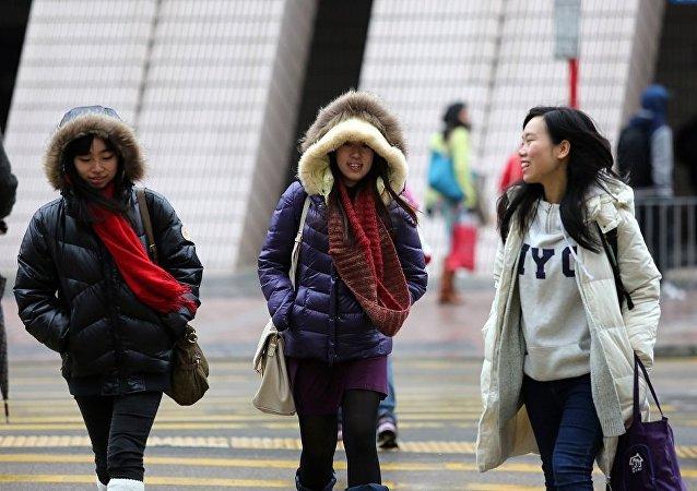 港媒:白人男子4年交往200中国女性引争议