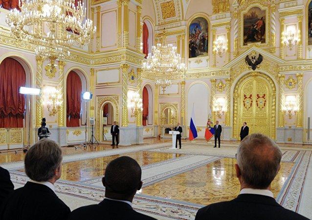 俄总统普京将接受18国驻俄大使递交国书