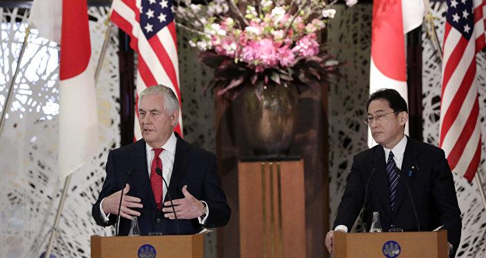 美國務卿雷克斯•蒂勒森與日本外相岸田文雄